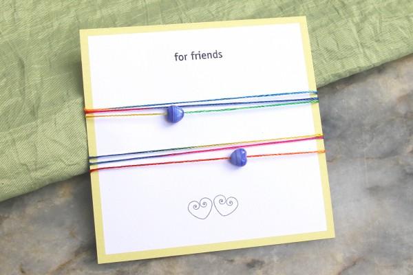 2 Freundschaftsarmbänder | Regenbogen bunt mit Herz