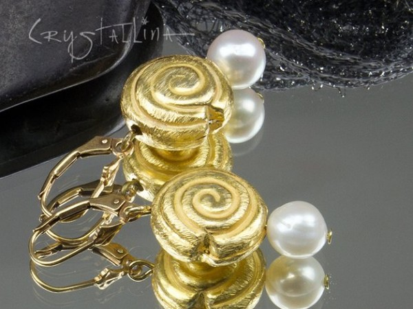Ohrhänger | Süßwasserperle und gebürstete Schnecke | Ohrhaken 925 Sterlingsilber, 24K vergoldet