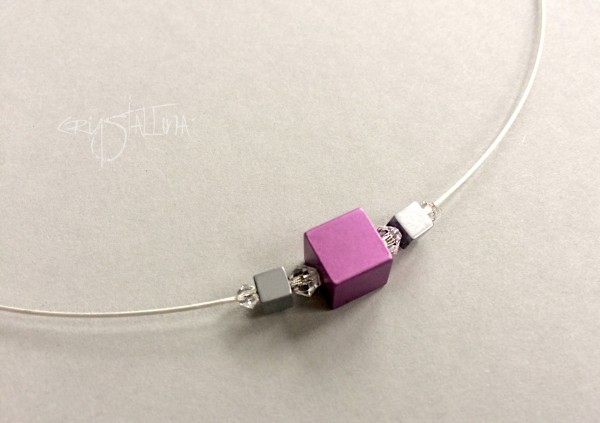 Halskette kurz | Würfel-Collier auf Juwelierdraht | Aluminium eloxiert, Hämatit, 925
