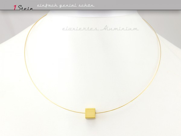 Kurze Halskette | Draht-Collier | goldener Aluminiumwürfel, eloxiert