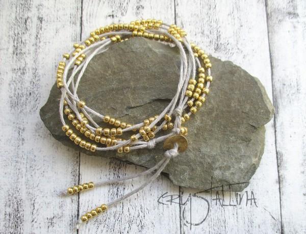 Wickelarmband oder lange Halskette, 2 in 1 | Gold auf reines Leinen