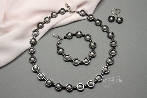 Schmuckset grau-weiß aus Hämatit und Swarovski Kristallperlen