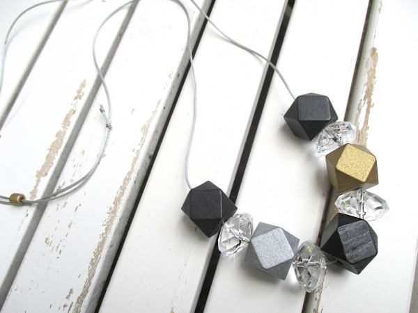 Lange Bandkette | Holz-Polygon & Facette, schwarz, gold
