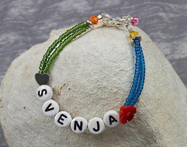 Mädchen Armband | mit Name, Herzchen + kleiner Blume | mit Swarovski Elements® Perlen