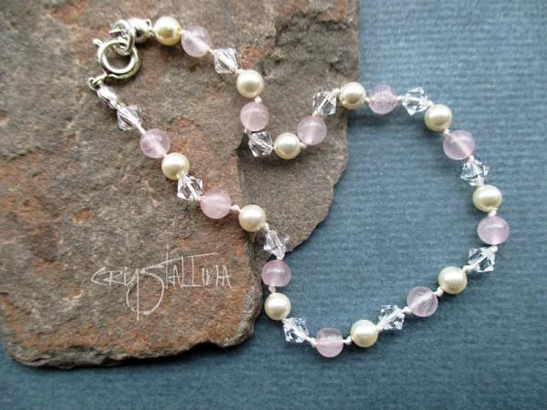 Armband | mit Rosenquarz & Swarovski Elements® Perlen | weiß + rose | geknotet