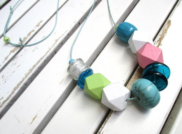 Lange Bandkette | Boho-Style, große Perlen, Polygon, Mix auf Baumwollband